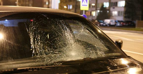 Kaune BMW perėjoje parbloškė žmogų