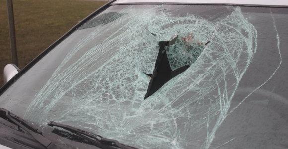 Vairuotojai atsipalaiduoja: per savaitę avarijose sužeistas 71 žmogus