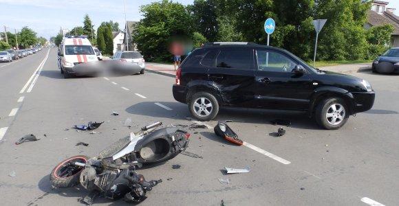 """Po """"Hyundai"""" smūgio šešiolikmetis motorolerio vairuotojas – reanimacijoje"""