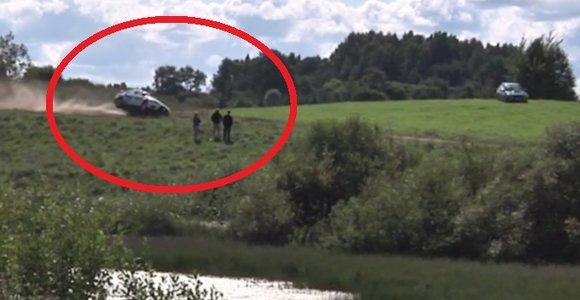 Lenkai nufilmavo Vytauto Švedo ir Žilvino Sakalausko avariją: lietuviams tikrai pasisekė, kad liko sveiki ir gyvi