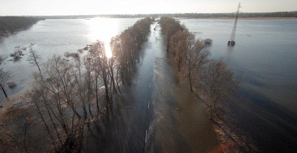 Pamaryje potvynis semia pievas, kelius ir sodybas