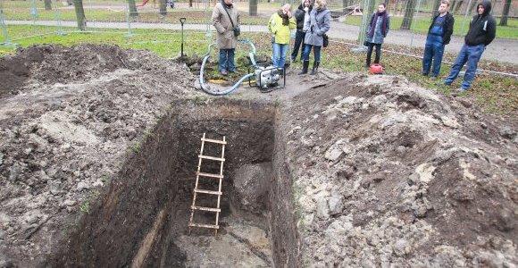 Bernardinų sode archeologai aptiko XVI–XVII amžiaus statinių liekanų