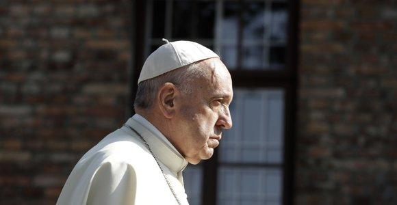 Popiežius Pranciškus lankėsi buvusioje mirties stovykloje Aušvice