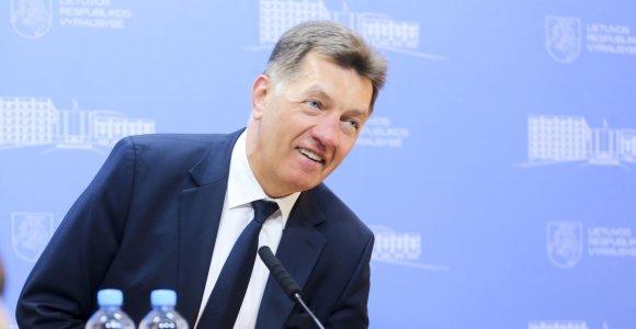 Algirdas Butkevičius gina skandaluose besimurkdančius ministrus, o Ričardui Malinauskui siūlo stabdyti narystę