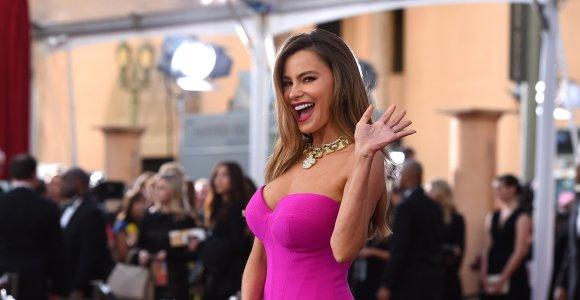"""Sofia Vergara planuoja susimažinti krūtis: """"Nenoriu atrodyti kaip sena striptizo šokėja"""""""