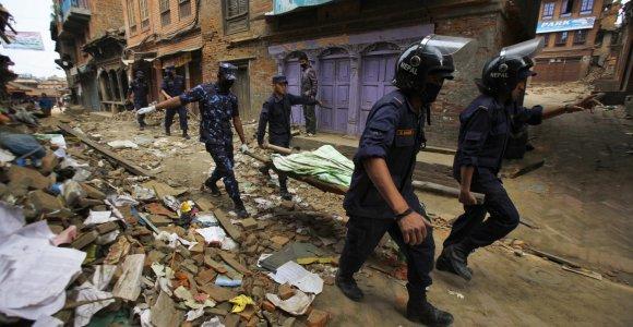 Nepale – jau 2,3 tūkst. aukų, šalyje yra 49 lietuviai, žuvo Estijos pilietis