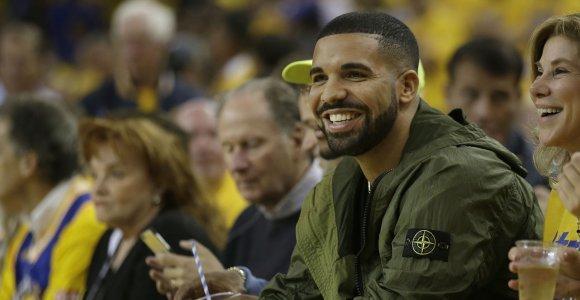 """""""Much Music"""" apdovanojimuose triumfavo ceremonijoje nepasirodęs reperis Drake'as"""