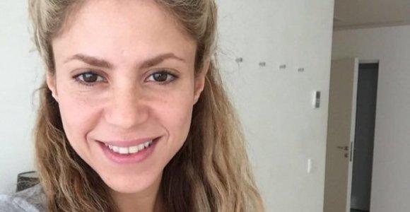 Švęsdama 39-ąjį gimtadienį Shakira gerbėjams pasirodė be makiažo