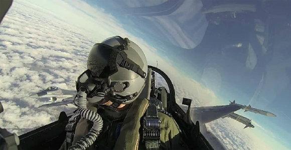 Ką matė F-16 lakūnas, per kelias minutes išvengęs net 6 į jį paleistų raketų