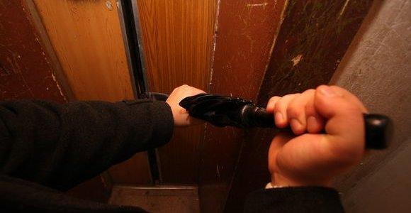 Dramatiškos akimirkos Vilniuje: lifte užstrigo diabetu serganti aštuonmetė