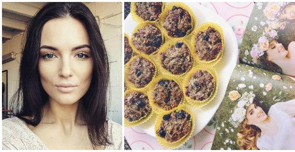 Modelis Simona Burbaitė dalijasi receptu: becukriai sveikuoliški keksiukai su šilauogėmis