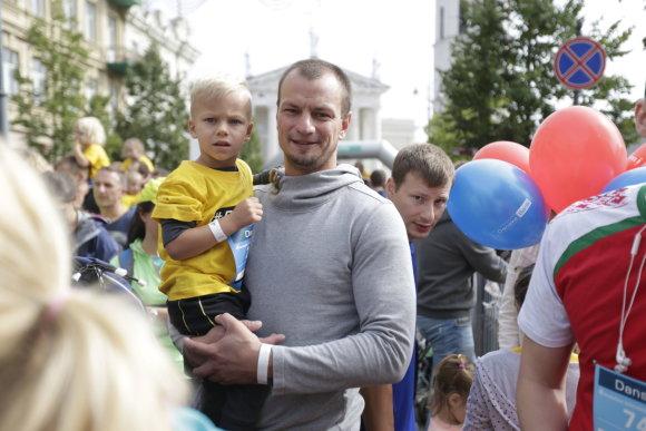 """""""Danske Bank Vilniaus maratono"""" archyvo nuotr./Dažnai tėvai iš vaikų tikisi kuo geresnių akademinių rezultatų, padedančių įvertinti vaiko gabumus, tad sportui ugdymo įstaigoje tenka antraeilis vaidmuo."""