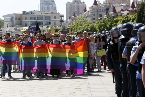 """""""Reuters""""/""""Scanpix"""" nuotr./LGBT bendruomenės paradas Kijeve 2015 metų vasarą"""