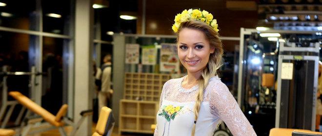 Gėlėta <b>Natalijos Šakelienės</b> kolekcija: sporto salės podiumu žengė ir <b>Rūta Mazurevičiūtė</b>