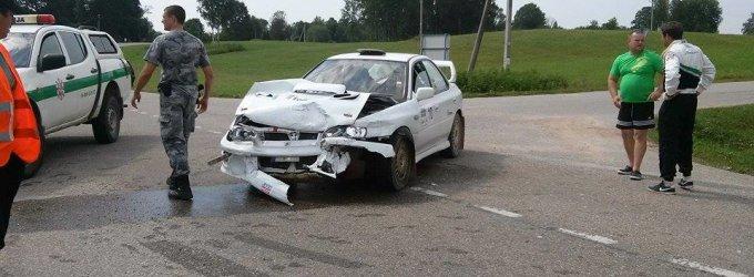 Ralyje prie Utenos sėkmingai finišavęs dalyvis po renginio sukėlė avariją: sužeisti du vaikai