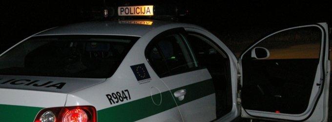 Girti bėgliai netoli Kretingos taranavo policijos automobilį
