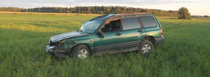 """Žvyrkelyje prie Raguvėlės tris kartus vertėsi merginos vairuojamas """"Subaru"""""""