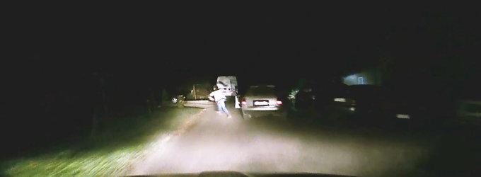 Vievyje policijai nestojęs bėglys apsižioplino: sprukdamas išmetė striukę su dokumentais