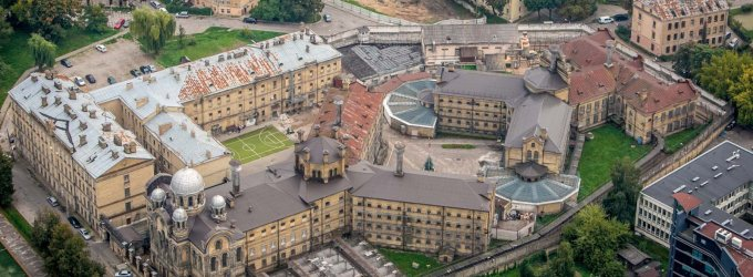 Bausmę atliekantis vyras dėl neišlaikyto egzamino VGTU apkaltino Lukiškių kalėjimo vadovus