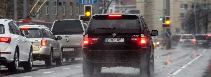 Lietuvoje eismo sąlygas sunkina šlapdriba, yra slidžių ruožų