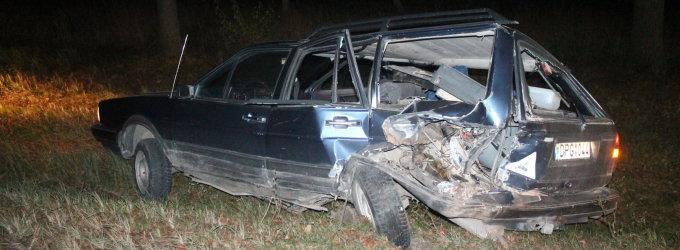 Panevėžio rajone užsižiopsojusi vairuotoja rėžėsi į šalikelėje sustojusį automobilį
