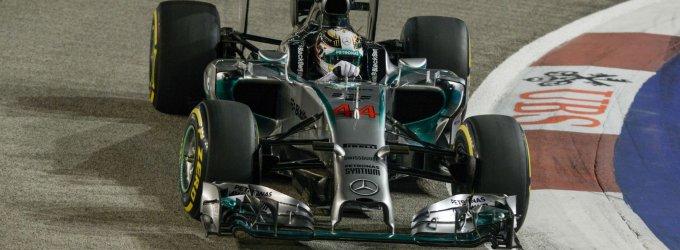 Singapūro F-1 lenktynių kvalifikacijoje 0,007 sekundės persvara nugalėjo Lewisas Hamiltonas