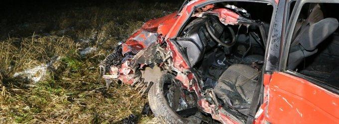 Bubėnuose bandymas pagarbiai apvažiuoti policijos patrulių mašiną baigėsi dviejų VW kaktomuša