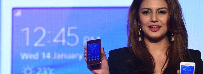 """Nusivylimas ir kritika: pirmas """"Samsung"""" telefonas su """"Tizen"""" išdėtas į šuns dienas"""