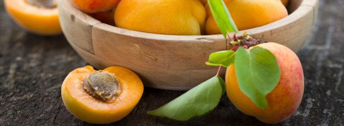 Varėnos r. apvogta ne tik obelis, kriaušes, bet ir persikus, abrikosus auginančio vilniečio sodyba