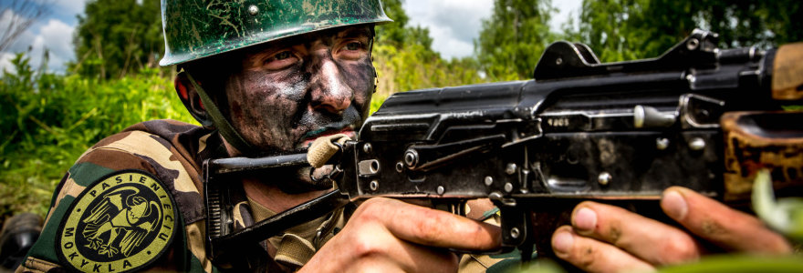 """VSAT reikia papildomų milijonų, kad senus """"kalašnikovus"""" pakeistų moderniais ginklais"""