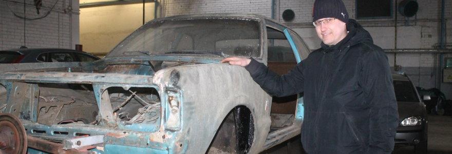 """Panevėžiečio Donato Šimo dirbtuvėse – iš kartos į kartą keliaujantis """"Ford Taunus"""""""