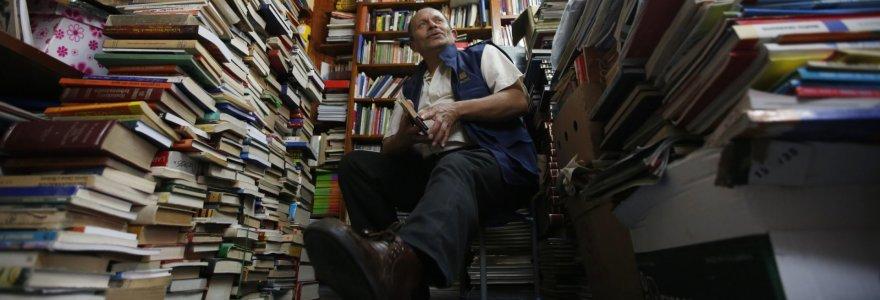 Vos dvi klases baigęs šiukšlininkas iš Kolumbijos vaikams padovanojo jau 20 000 knygų
