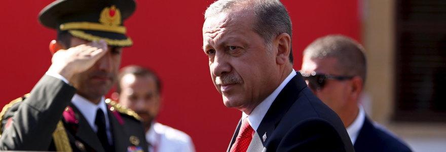 """Staigus Turkijos persigalvojimas kovoje su """"Islamo valstybe"""" – pavojingas dvigubas žaidimas"""