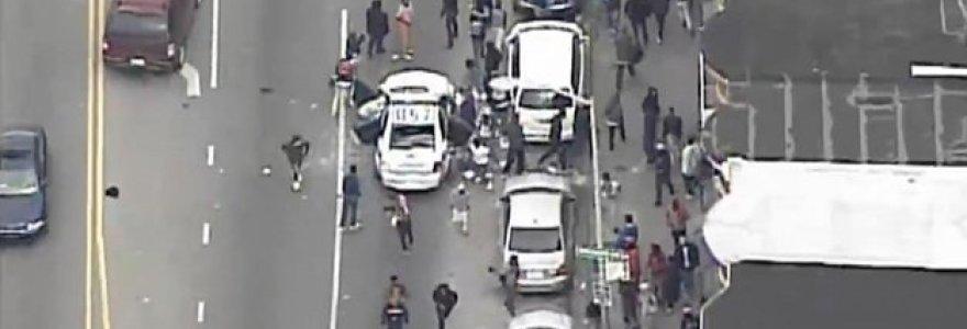 """Didelės riaušės Baltimorėje: gaujos policijai """"keršija"""" dėl juodaodžio mirties"""