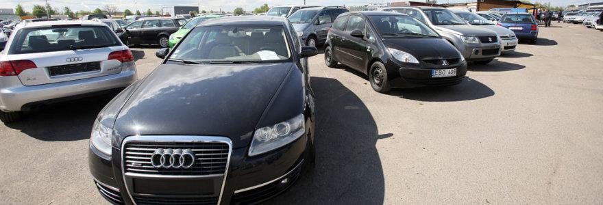 """Su automobiliais """"susituokę"""" jų pardavėjai niršta: dėl problemų kaltina ir muitinę, ir """"Regitrą"""""""