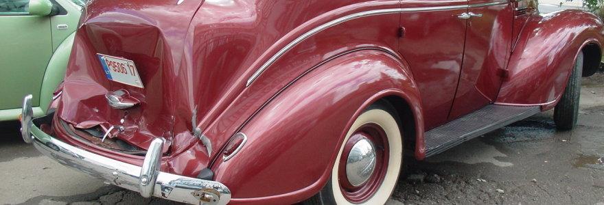 Antikvarinio automobilio avarija: po draudikų verdikto – dar vienas galvos skausmas