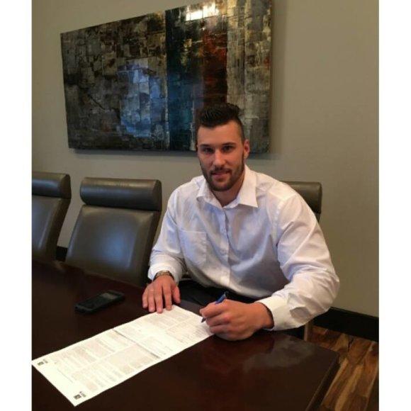 Tautvydas Kieras pasirašė sutartį su NFL agentu