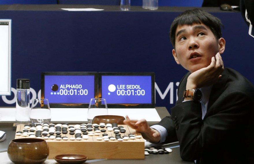 Pasaulio go čemionas Lee Sedolis žaidžia prieš superkompiuterį