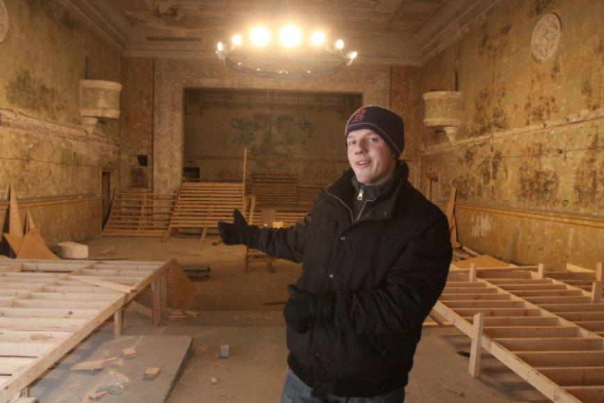 """Vilius Alesius kartu su bendraminčiais tikisi, kad vietoj buvusių Geležinkelininkų kultūros rūmų įsikūręs """"K.A.B.L.Y.S"""" taps patraukliu laisvalaikio centru."""