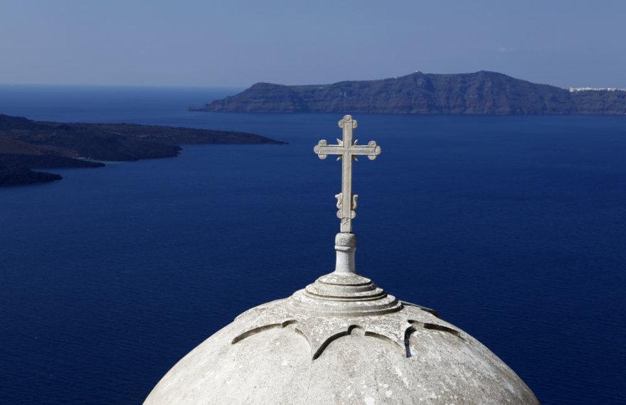 Santorino sala garsėja įspūdingu kraštovaizdžiu