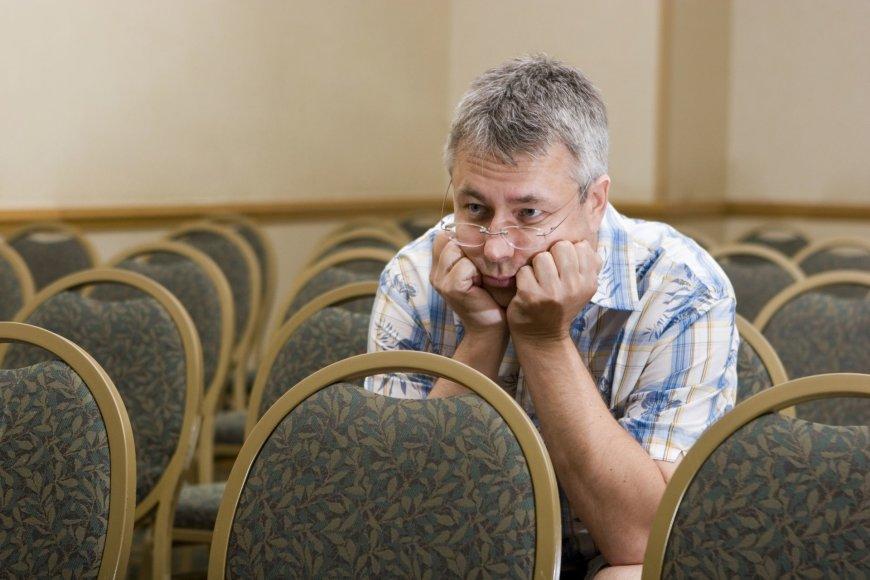Tėvų susirinkimas, ŠMM, nuobodžiaujantis tėvas