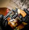 Vilniuje namo sienoje rastas paslėptas ginklas
